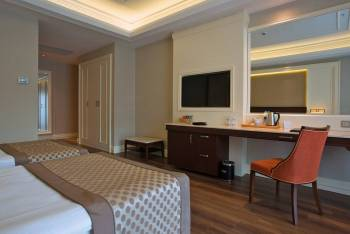 Presidential Pool Suite Type A